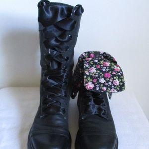 Dr Marten Triumph Lace Up Boots Size 6 US